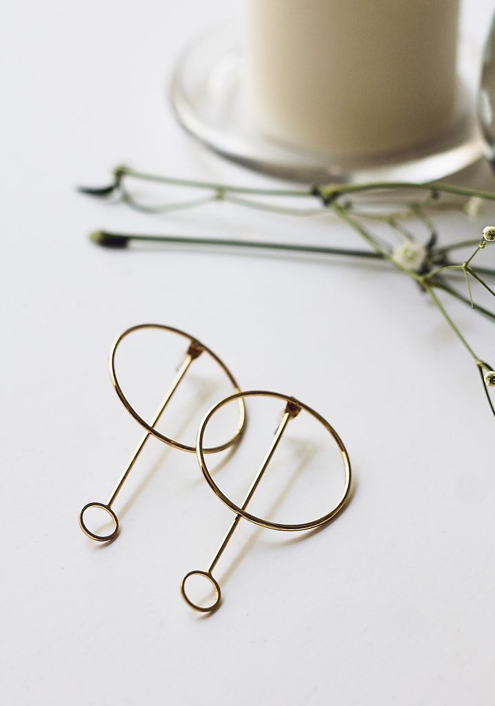 Minimal Circular Pendant Earrings