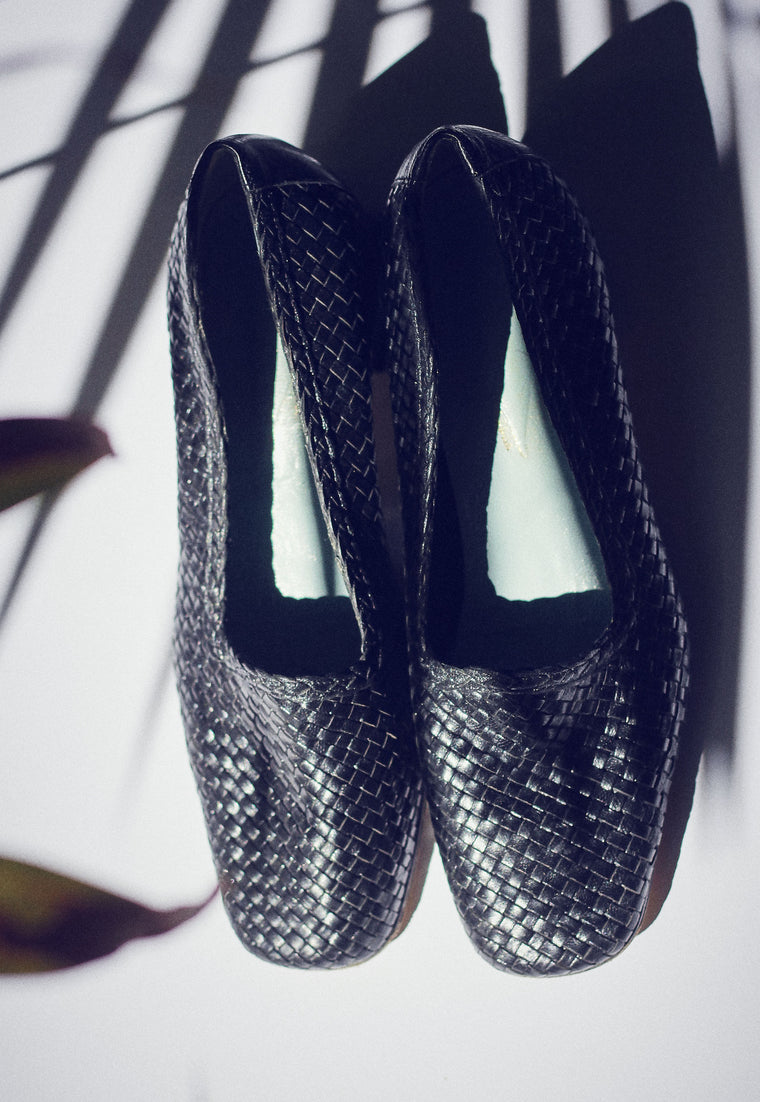 90s Black Woven Leather Pumps