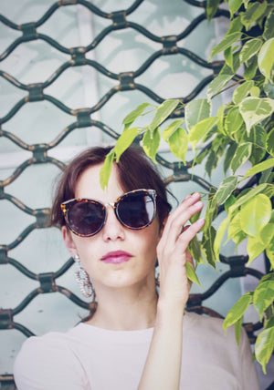 70s Style Amber Speckle Wide Frame Sunglasses