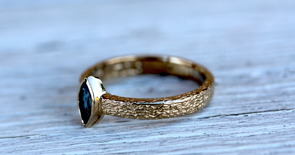 Royale Majestic Ring || Gold Sapphire