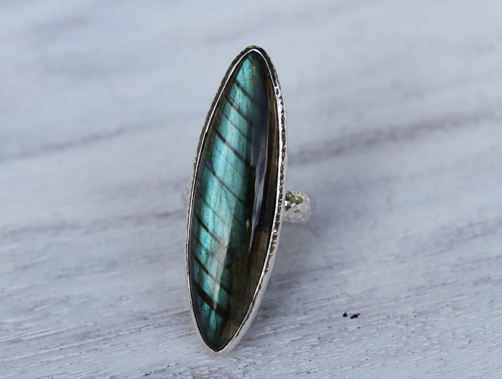 Grand Silver Labradorite Ring