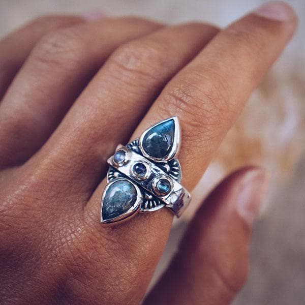 Truth Seeker Ring :: Labradorite