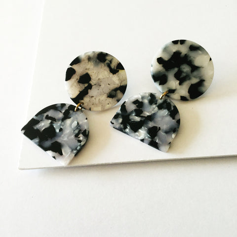 Fearne Earrings: Black + White
