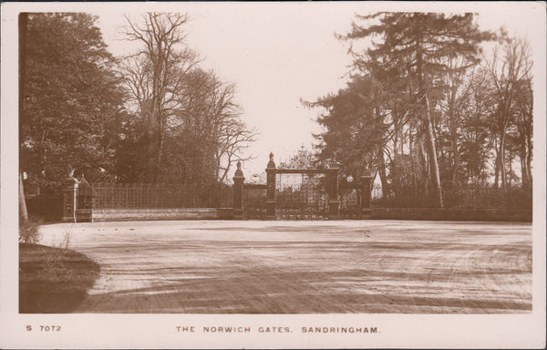 "85372 - 1916 postcard of the ""The Norwich Gates, Sandringh..."