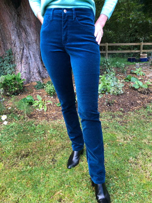 Amazing Woman Velvet Straight Leg Jeans in Petrol