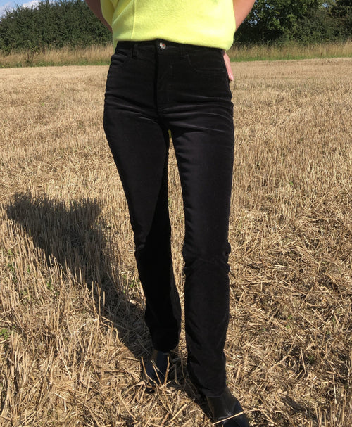 Amazing Woman Velvet Straight Leg Jeans in Black