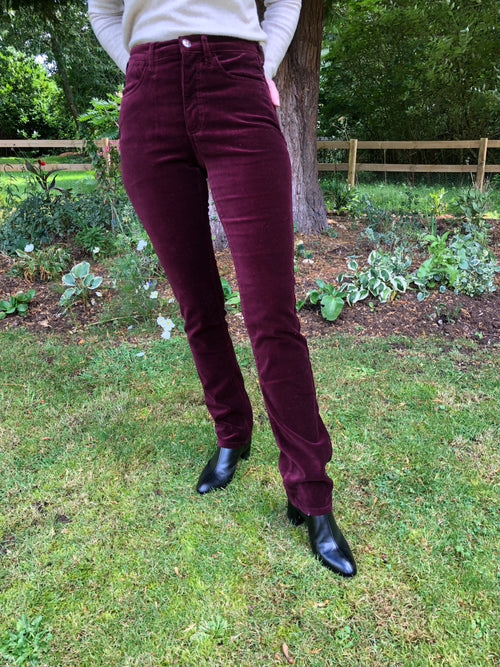 Amazing Woman Velvet Straight Leg Jeans in Garnet