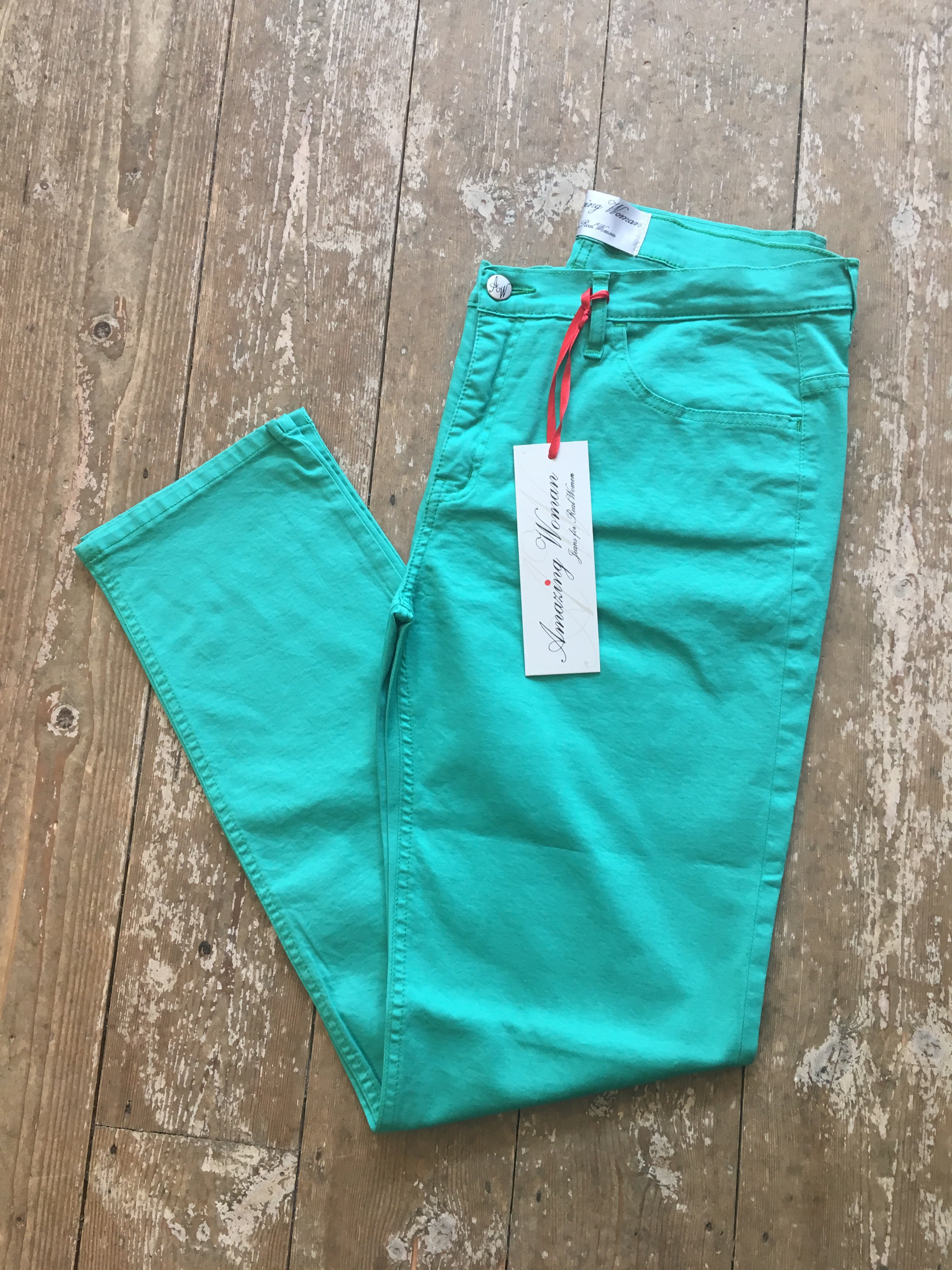 Amazing Woman Green 02Moonlt Jeans #amazingwomanjeans #amazingwomanmoonltjeans #amazingwomangreenjeans #amazingwomangreenmoonltjeans #jeansforcurves #jeansfortheover50s