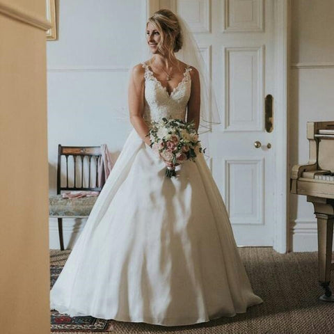Real Bride Aimee Wears Jodie Pendant