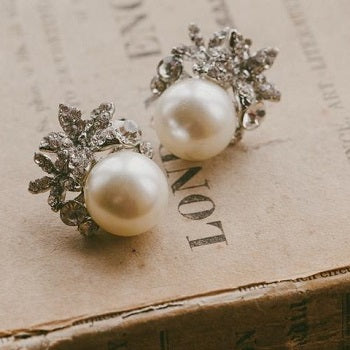 Carrie Pearl Stud Earrings