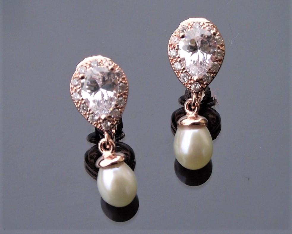 Alisha rose gold earrings 1