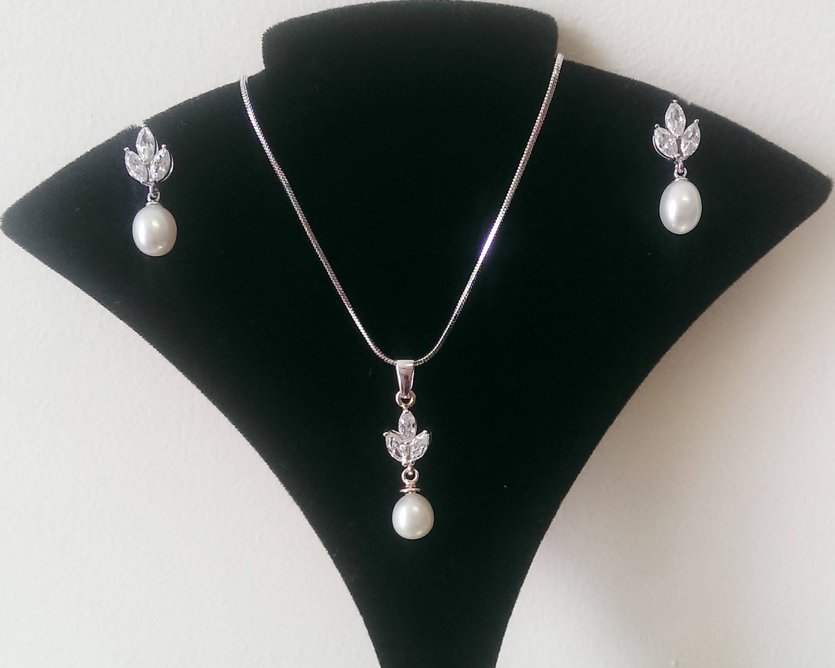 Freshwater Pearl Pendant & Earrings Set, Elena