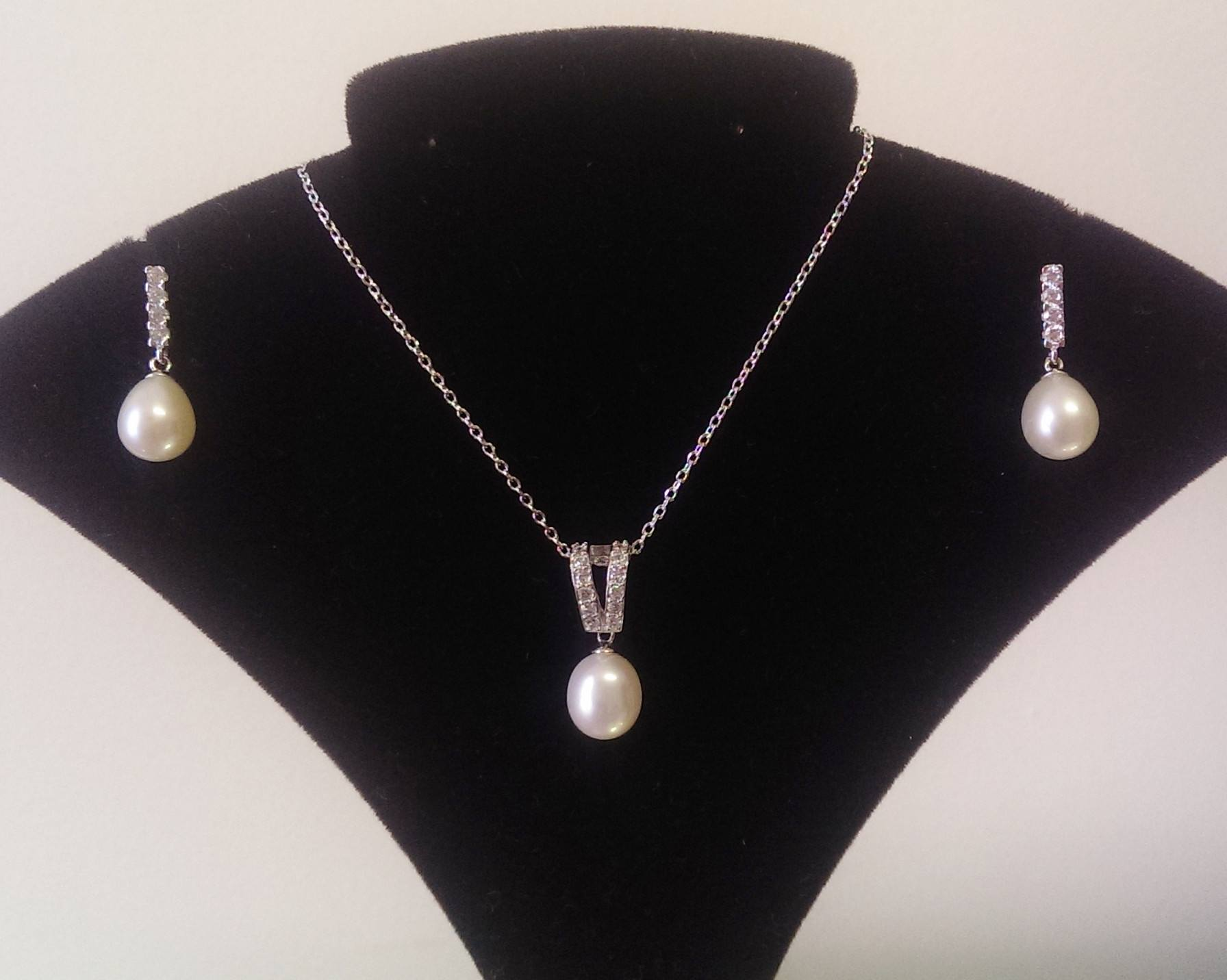 Freshwater Pearl Pendant & Earrings Set, Mimi