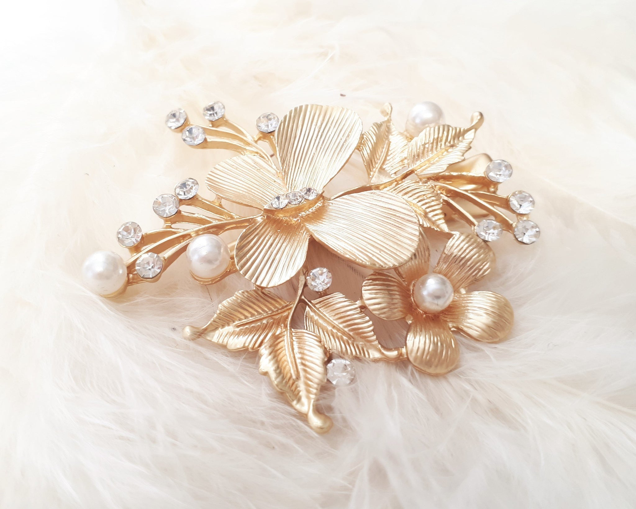 Papillon gold hair clip