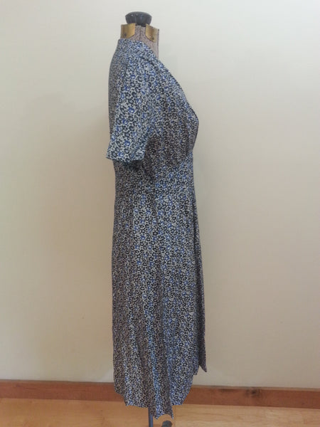 "German Blue Print Dress <br> (B-38"" W-29"" H-40"")"