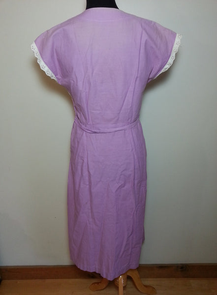 "White and Lavender Zipper Front Dress <br> (B-38"" W-33"" H-38"")"