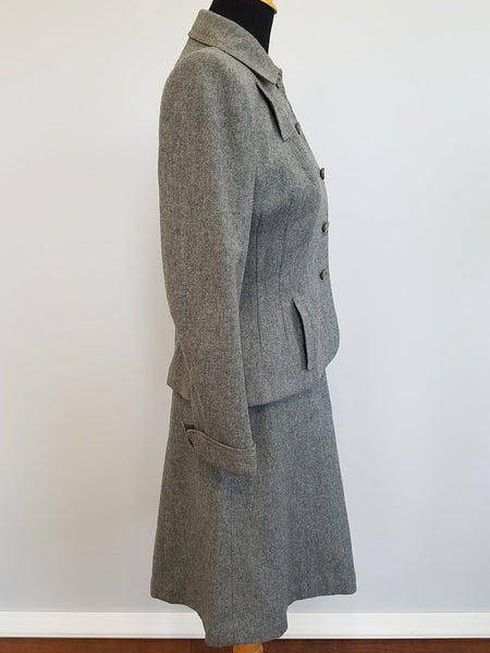 "Gray Wool Skirt Suit <br> (B-37"" W-26"" H-39"")"