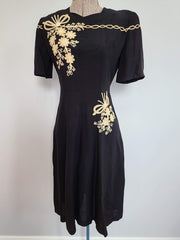Vintage 1930s 1940s Black Dress w Flower Embroidery Buttons in Back