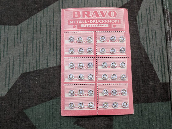 Vintage 1930s / 1940s Bravo German Snaps on Original Card