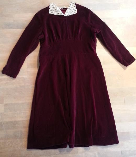 Vintage 1930s German Dark Red Velvet Dress with Lace Collar