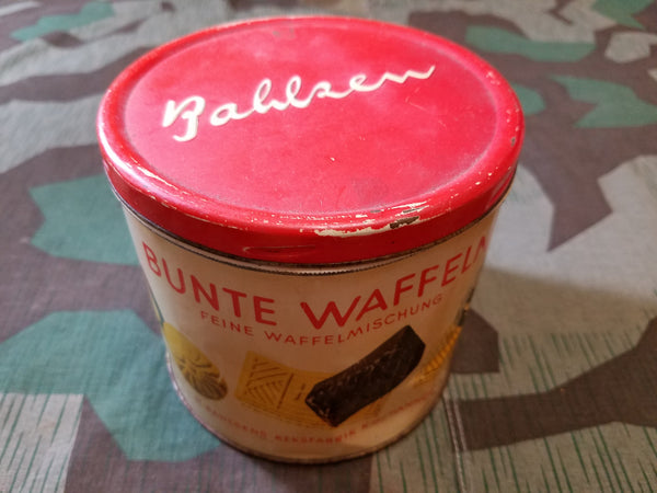 Vintage WWII-era German Bahlsen Bunte Waffeln Cookie Tin