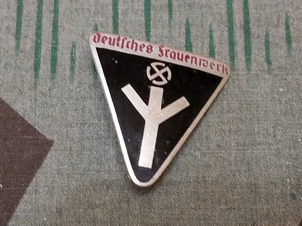 WWII German Deutsches Frauenwerk Pin