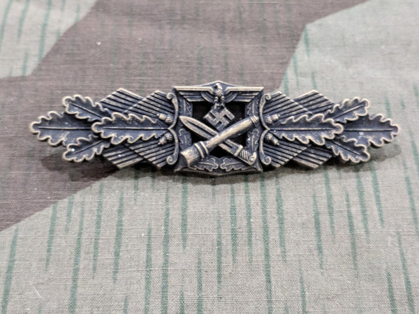 WWII German Reproduction Close Combat Clasp in Bronze