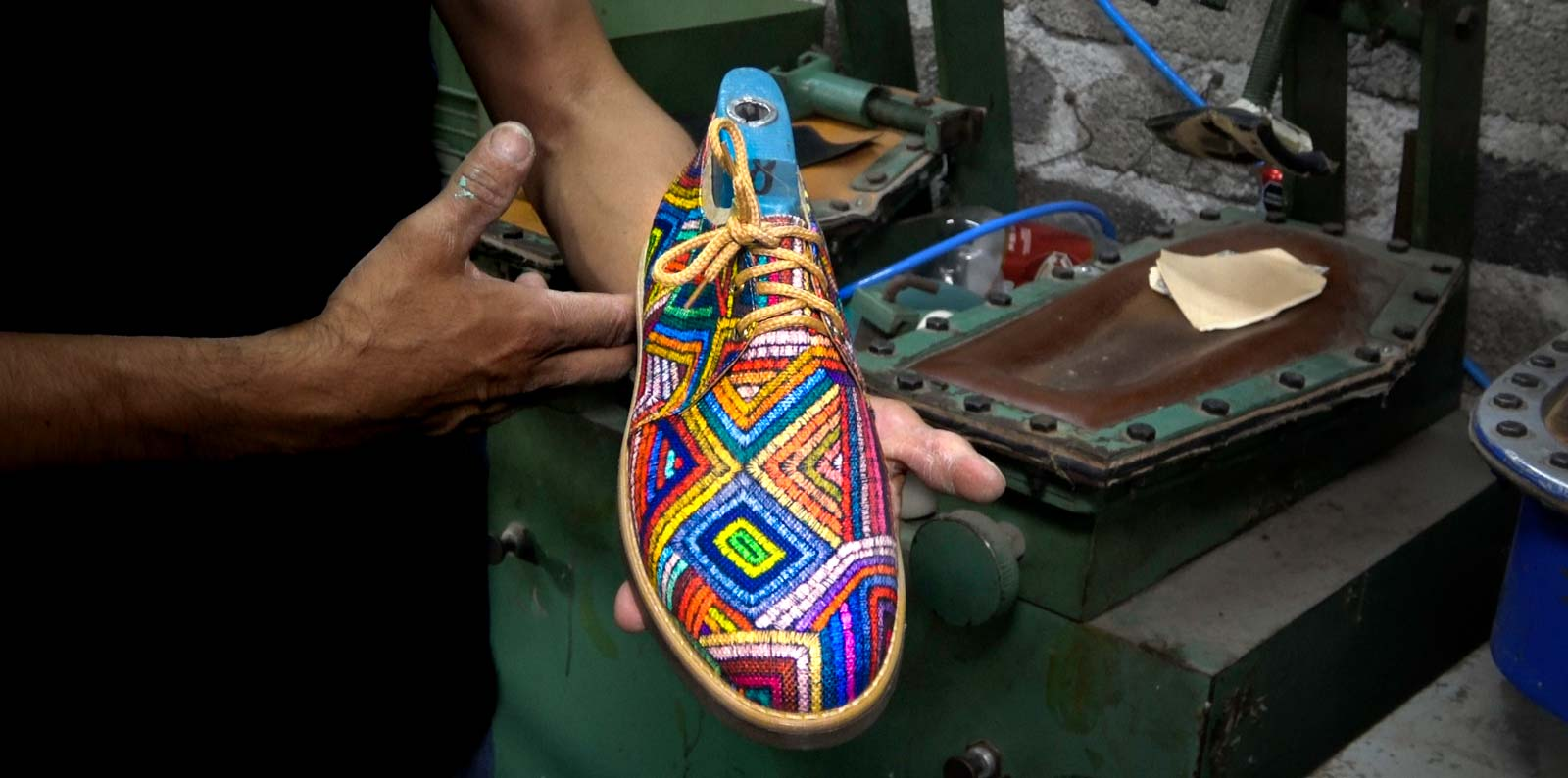 Fly Soul Shoes are plant-based and manufactured by hand by artisans.
