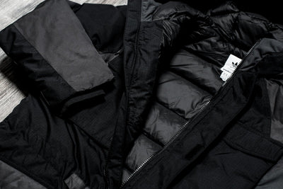 ADIDAS ORIGINALS BY WHITE MOUNTAINEERING DOWN JACKET (BLACK / BLACK)