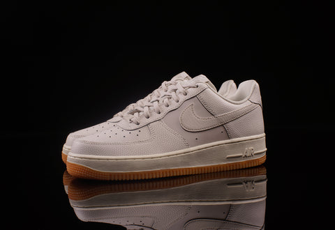 WOMEN'S NIKE AIR FORCE 1 '07 SEASONAL SHOE
