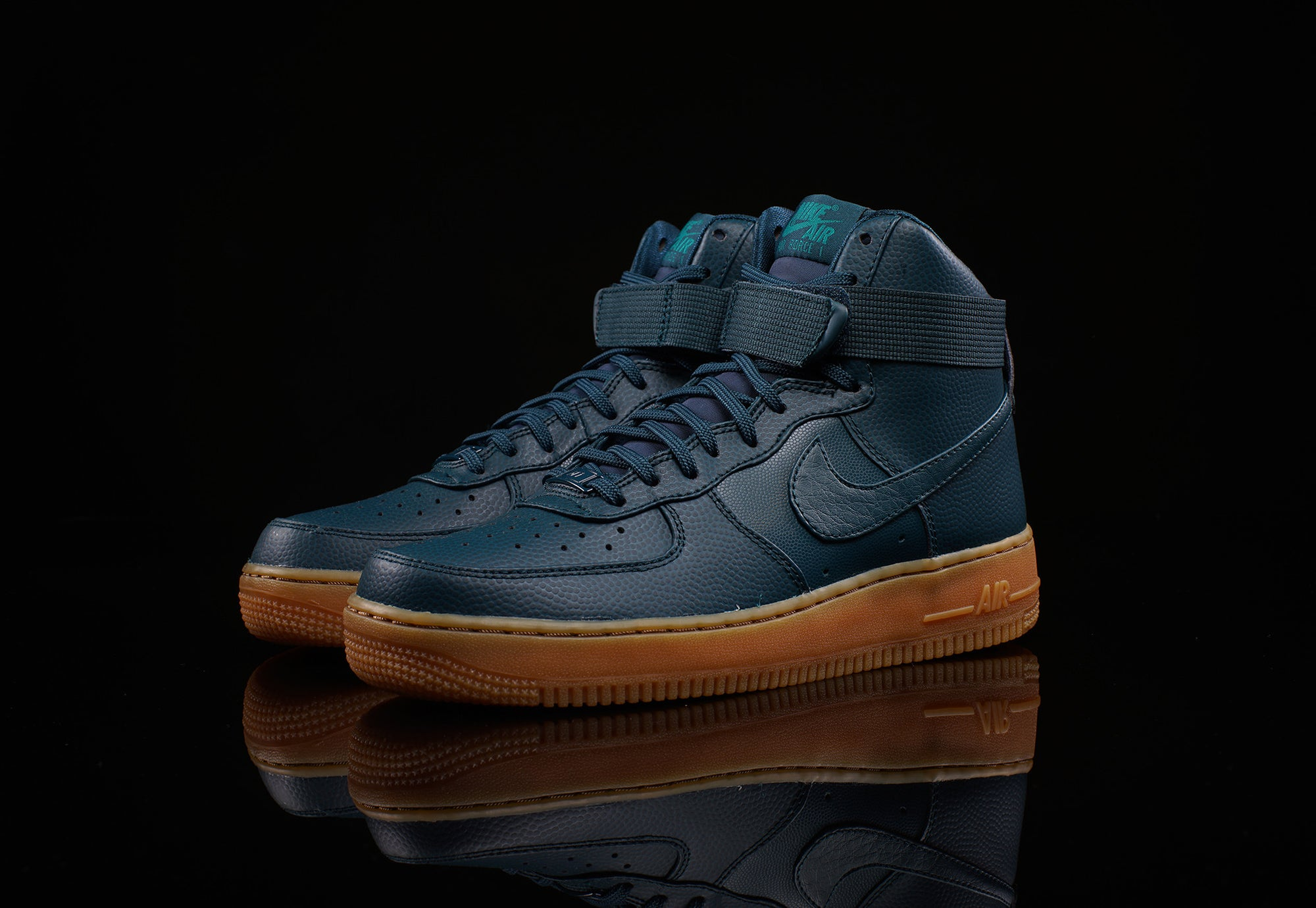 NIKE WOMENS AIR FORCE 1 HI SE
