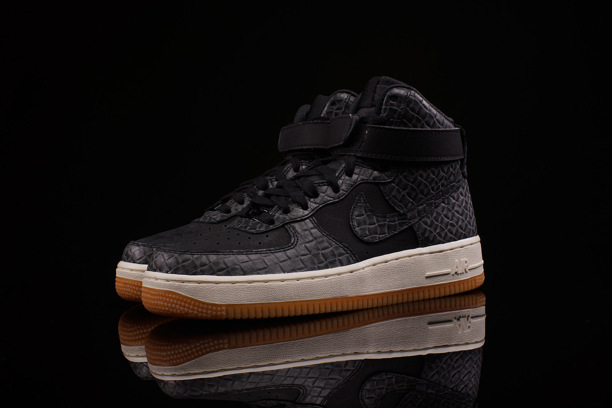 NIKE WOMENS AIR FORCE 1 HI PRM