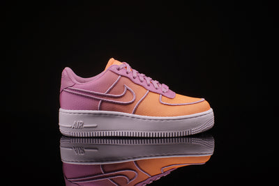 WOMENS NIKE AIR FORCE 1 LOW TOP UPSTEP BR