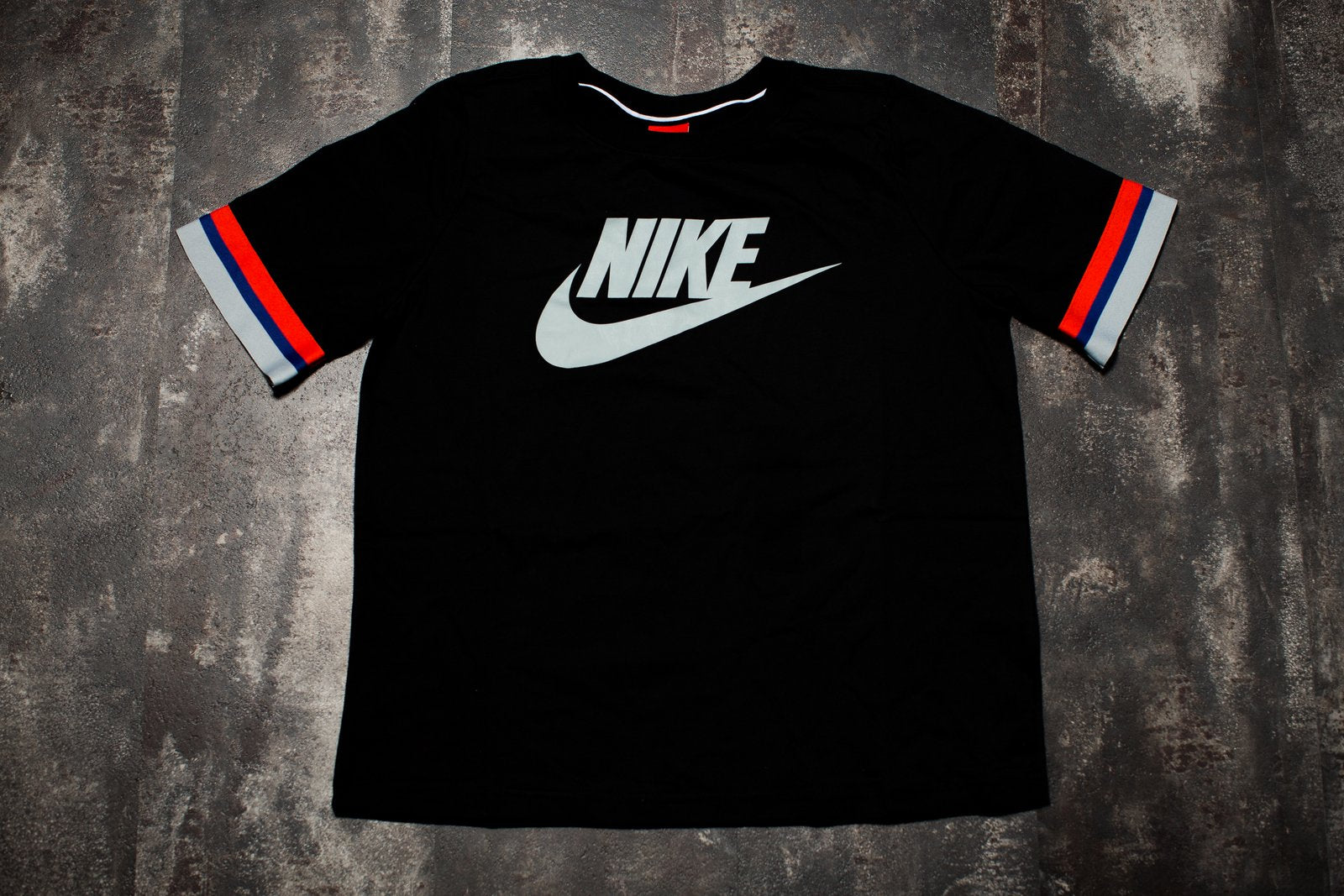 NIKE WOMENS SPORTSWEAR TOP