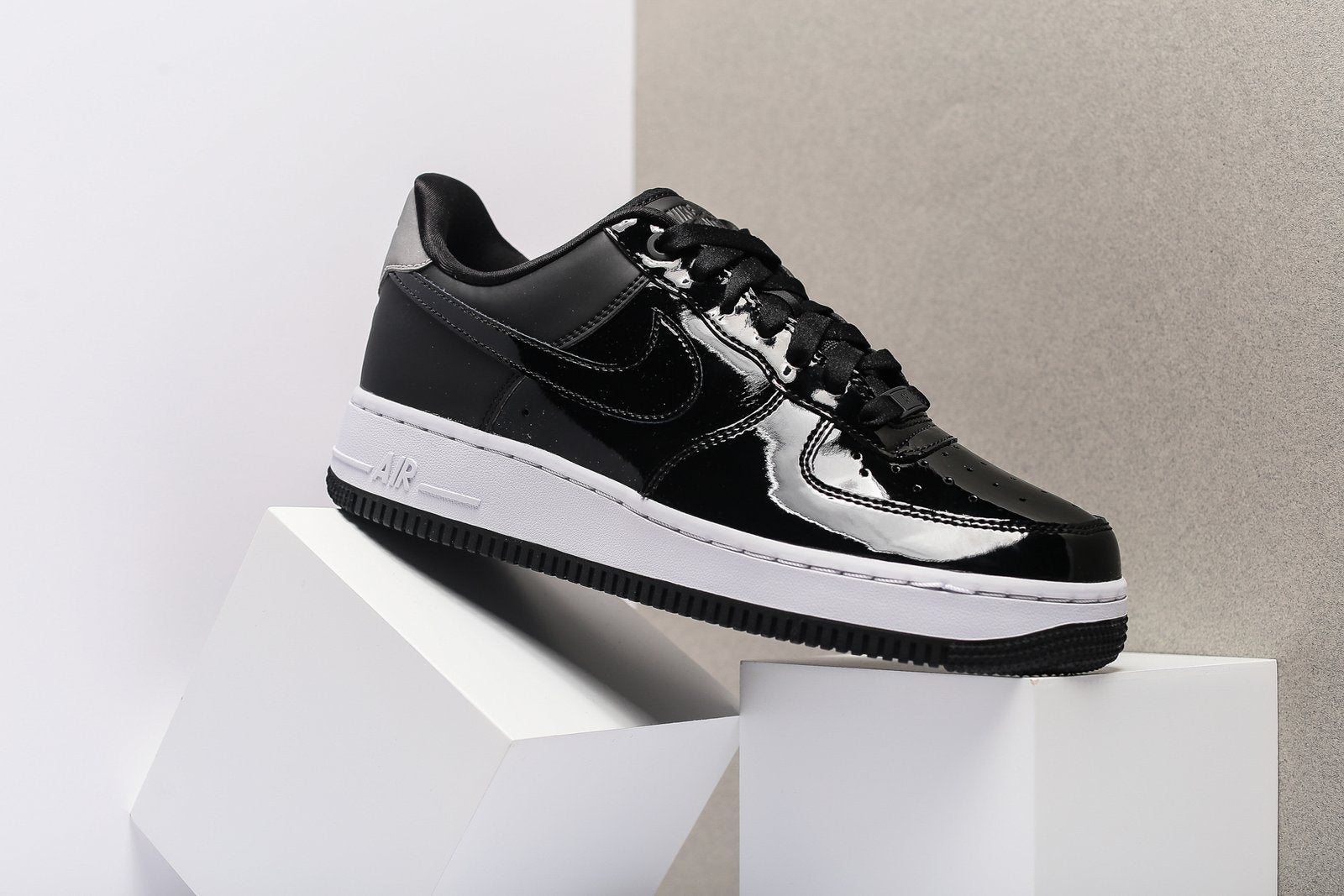 NIKE WOMENS AIR FORCE 1 '07 SE PRM