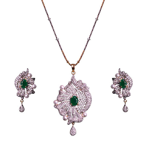 Exclusive Pendant Set With Crystal