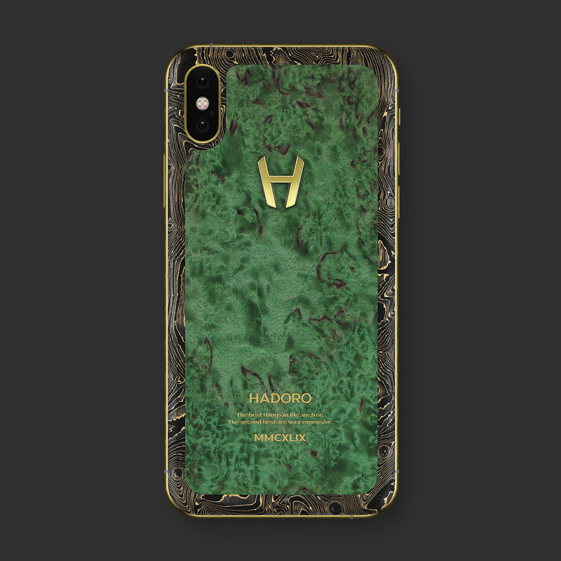 Hadoro iPhone Xs Emerald Wood with-phone