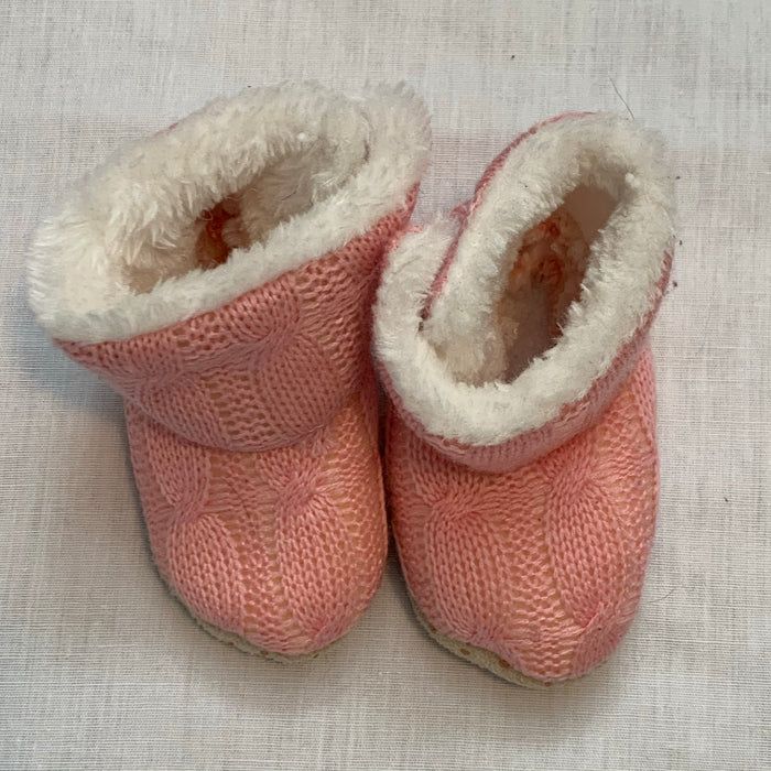 Knit fleece lined booties Size 3-6M