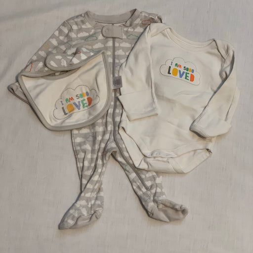 Gymboree 3 piece set hand covers