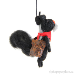 Artiste Skunk Ornament - Pouch