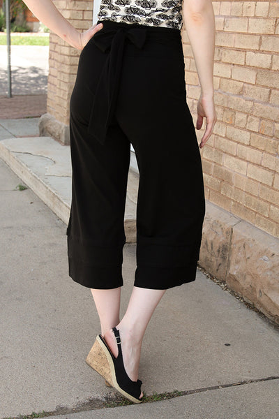 Rue Cropped Pants in Black