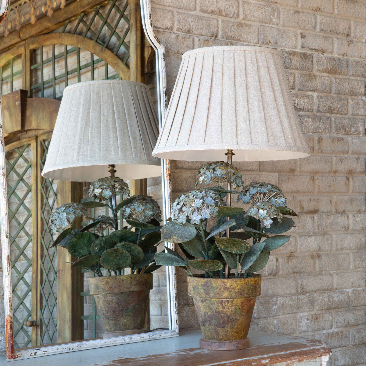 Lovecup Aged Metal Potted Hydrangea Lamp L90903