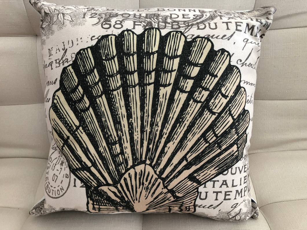 Cojín Decorativo Almeja Leyenda // Legend Clam Pillow