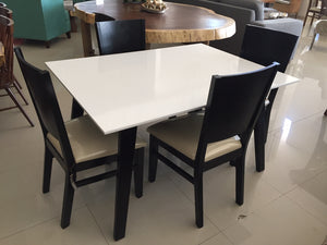 Mesa para 4  /   Table  for 4 People