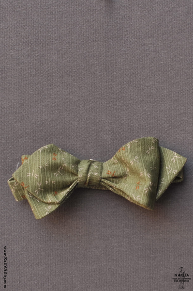 Jacquarded Dragon Fly Bow Tie