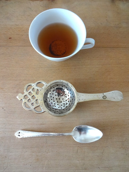 Tea strainer with spoon