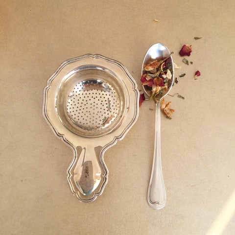 Tea strainer & teaspoon set