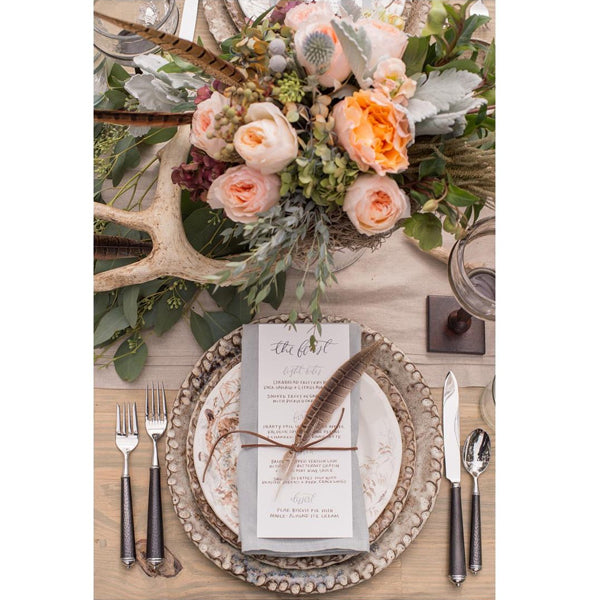 Table_arrangement_wedding_feathers
