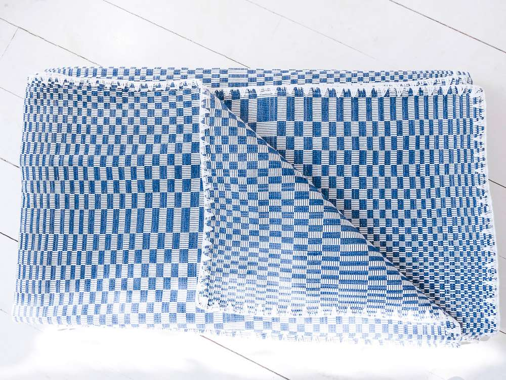 Binakul textile, couverture, tissé main au Philippines. Hand loomed textile from the Philippines.