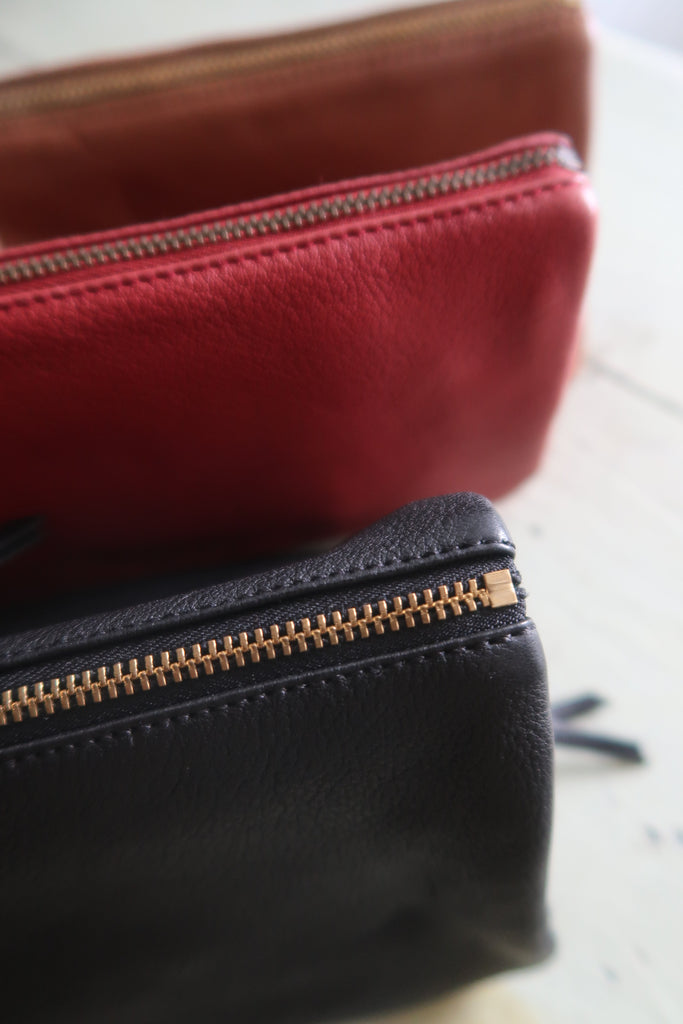 Naterra trousses en cuir d'agneau. Wallets and pochettes in lambs leather.
